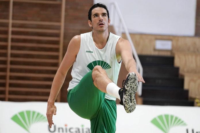 Carlos Suárez abdominales de pie