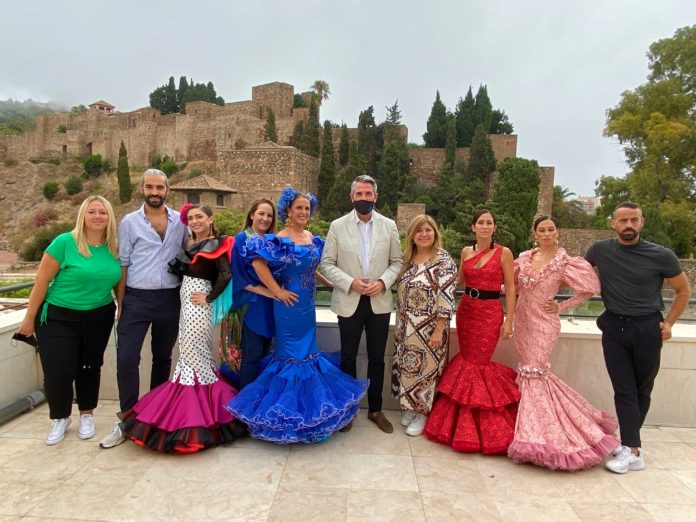 Preparativos de la exposición 'Héroes con volantes' de moda flamenca impulsada por Málaga de Moda