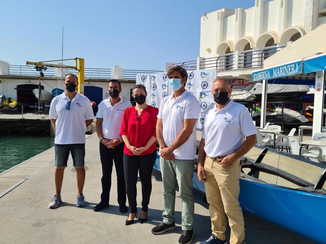 La escuela náutica municipal amplía su oferta formativa con talleres de iniciación al remo