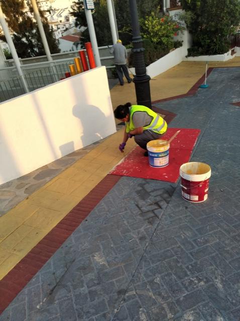 Servicios operativos retoman el pintado de las calles de Benalmádena pueblo