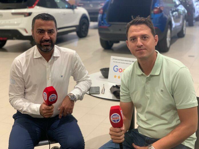 A la izquierda, Shahram Hooshfar, presidente del Torremolinos junto a Antonio Matez, director deportivo del club
